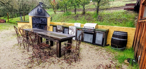 kindred-oak-farm-outside-kitchen